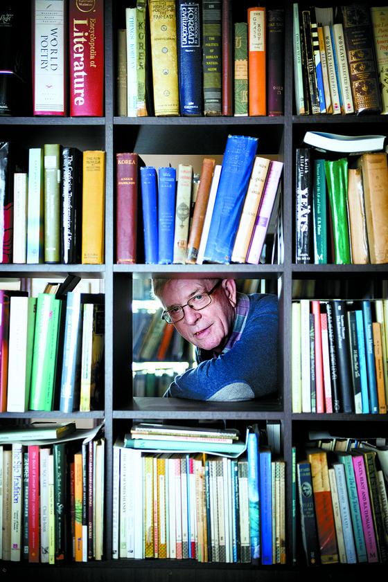 조선시대 시가를 번역한 시선집으로 대산문학상 번역 부문 수상자로 선정된 케빈 오록 경희대 명예교수.