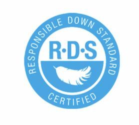 RDS(책임 다운 기준) 인증은 동물에게 인도적이고 윤리적인 방법으로 사육되었다는 것을 증명하는 친환경 인증 마크다. [사진 중앙포토]