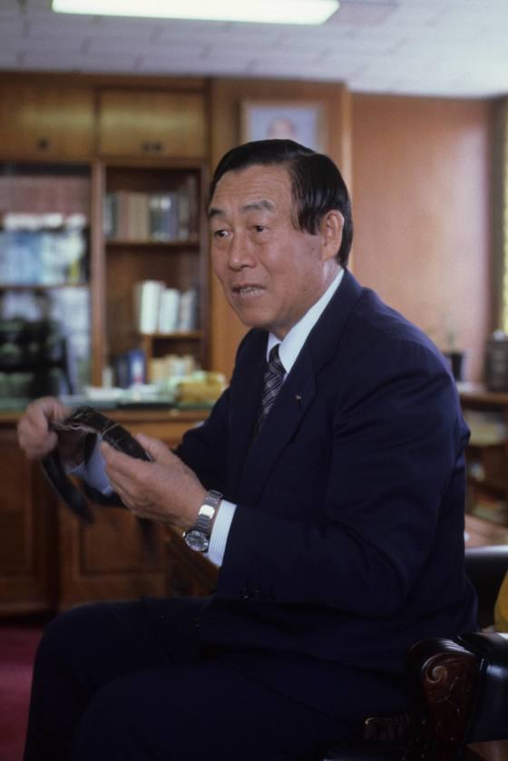 한국화재보혐협회 이사장 시절의 이대용 전 공사. [중앙포토]