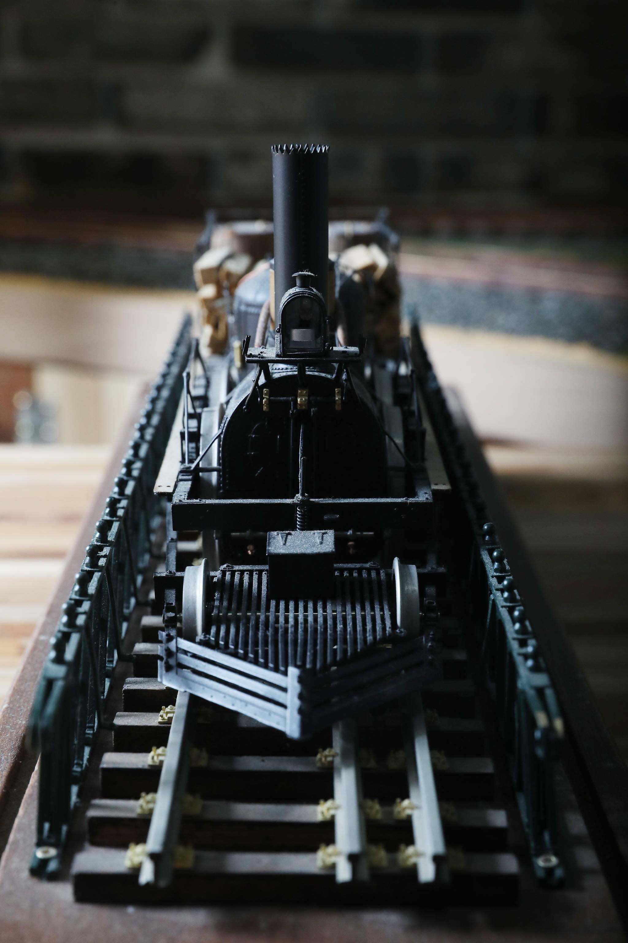 이현만 씨가 제작한 'JOHN BULL' 목탄 증기 기관차 모형. 워싱턴 DC 역사 박물관에 전시된 기관차처럼 울타리까지 재현했다. 우상조 기자