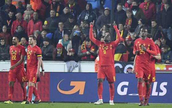 15일 벨기에 브뤼헤에서 열린 일본과의 평가전에서 골을 넣고 기뻐하는 벨기에 공격수 루카쿠(9번). [AP=연합뉴스]