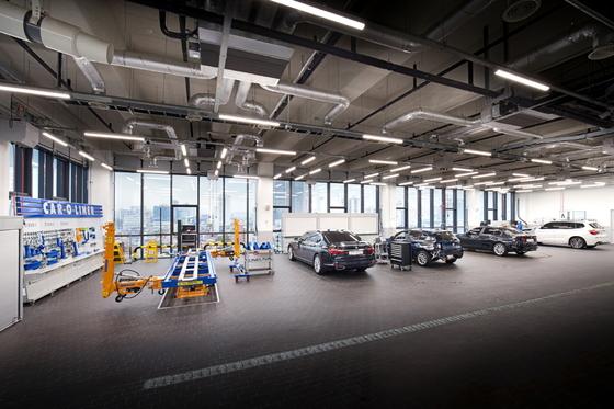 성수동 도이치모터스 BMW 성수통합서비스센터 8층에서 판금작업중인 차량 [사진 BMW그룹코리아]