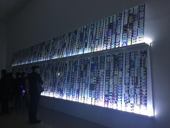 요나스 메카스의 작품 '한순간에 모든 기억들이 돌아오다'가 설치된 국립현대미술관 서울관 전시장 모습. 사진=이후남 기자