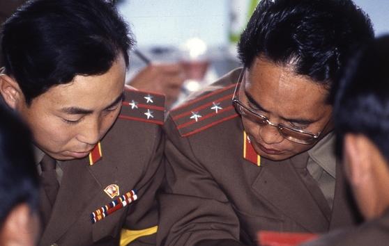 419차 군정위에서 북한 대표단이 회의를 하고 있다. [중앙포토]