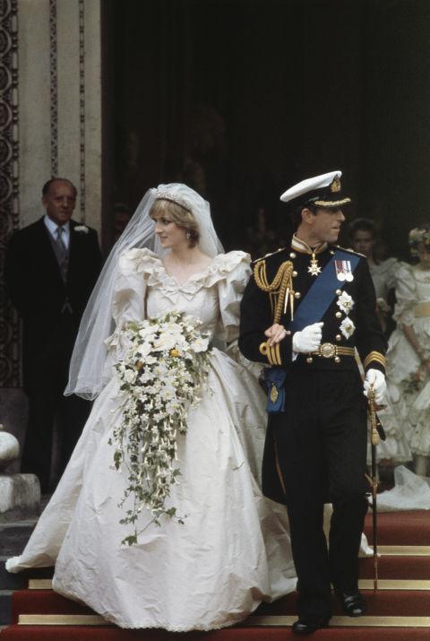 다이애나는 영국 왕실 코드에 맞춰 드레스를 입었다. [중앙포토]
