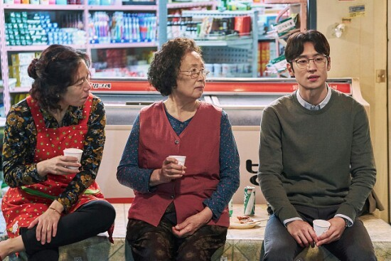 Na Moon-hee and Lee Je-hoon in the movie 'I Can Speak'