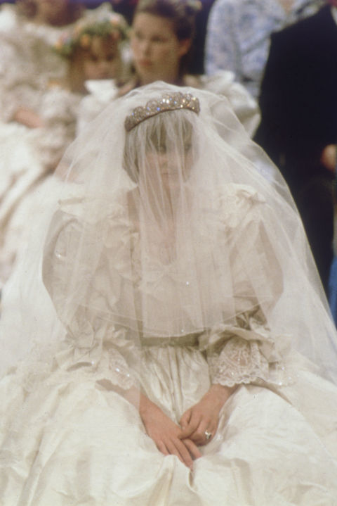 다이애나는 자신의 드레스에 일부러 향수를 흘렸었다. [중앙포토]
