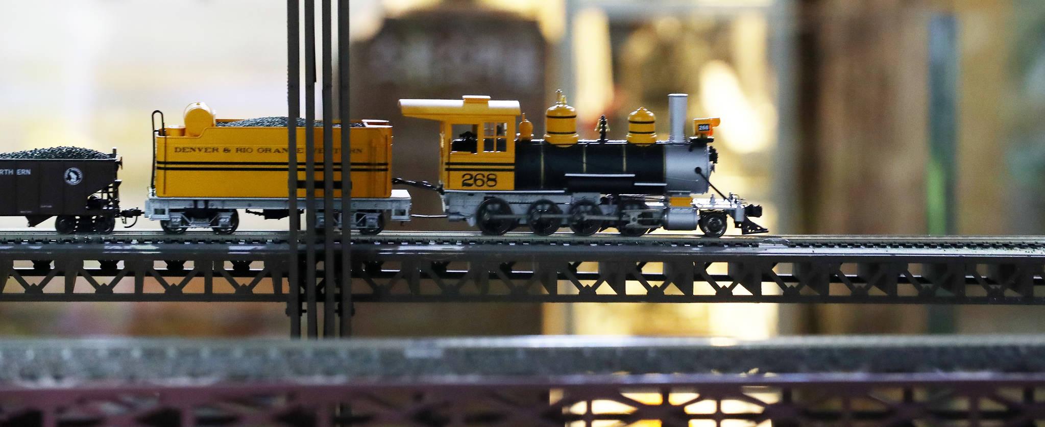 철제 교량과 터널 등 아기자기 하게 꾸며진 '철도마을'과 철로 위를 달리는 원색의 기차는 박물관을 찾는 아이들의 마음을 사로잡기에 그만이다. 우상조 기자