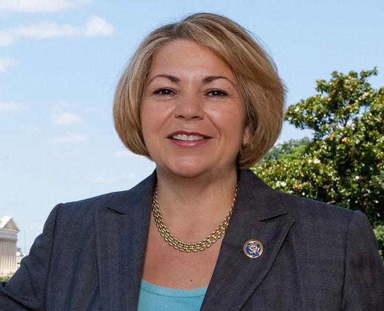 14일(현지시간) 동료 현역의원으로부터 성추행을 당했던 전력을 폭로한 린다 산체스 하원의원. [사진 위키피디아]