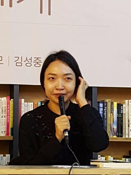 소설집 『현남 오빠에게』을 함께 낸 여성 작가. 최정화씨. [사진 다산책방]