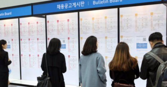 15일 통계청이 발표한 '10월 고용동향'에 따르면 지난달(10월) 취업자 수는 2685만명으로 전년 동월보다 27만9000명 증가했다. [중앙포토]