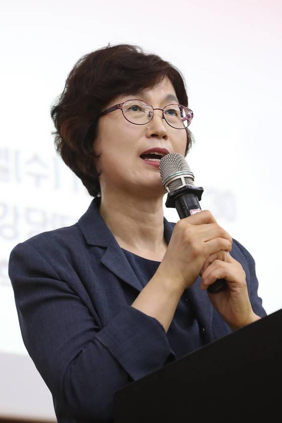 고려대에서 열린 '석좌교수 취임 기념 특강'에서 강의하고 있는 이정미 전 재판관. 김경록 기자