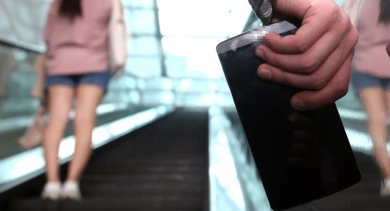 현역 국회의원 아들로 지하철에서 '몰카'를 촬영한 판사가 4개월 만에 약식기소됐다. [중앙포토]