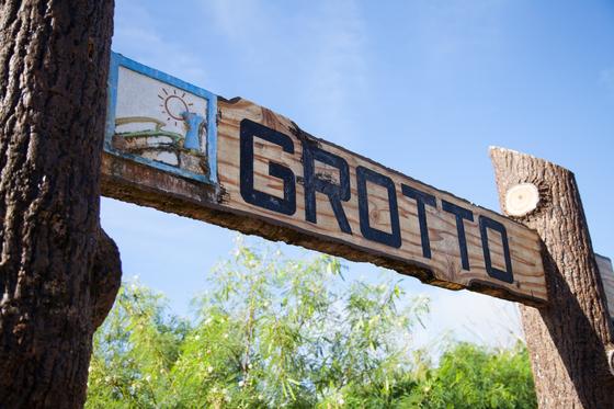 석회동굴에서 다이빙을 즐길 수 있는 그로토.