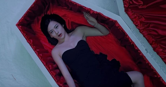 Celena Ahn in Sunmi's Full Moon (2014) MV