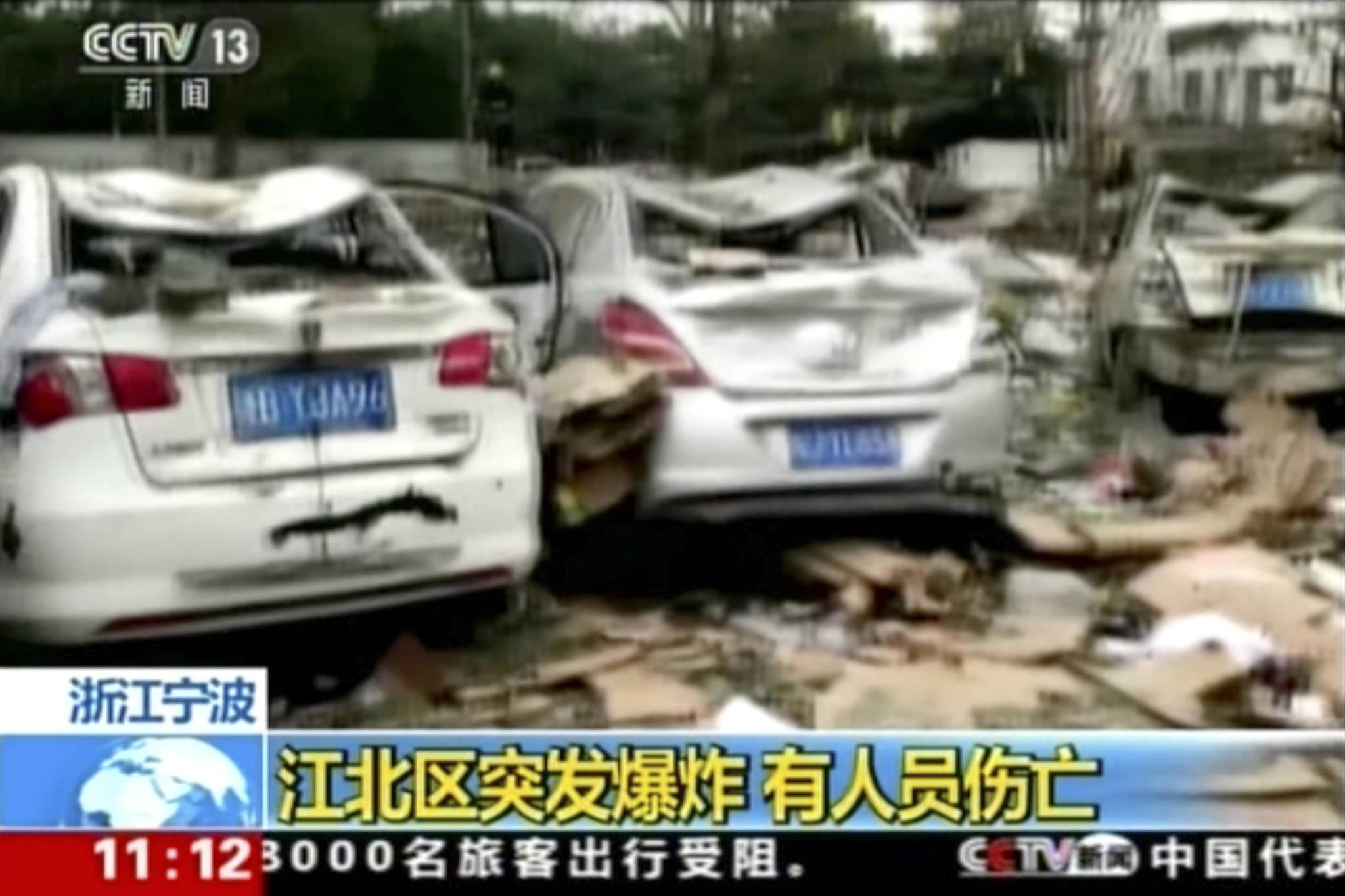 중국 CCTV의 26일 중국 저장성 닝보 폭발사고 속보 방송장면.[AP=연합뉴스]