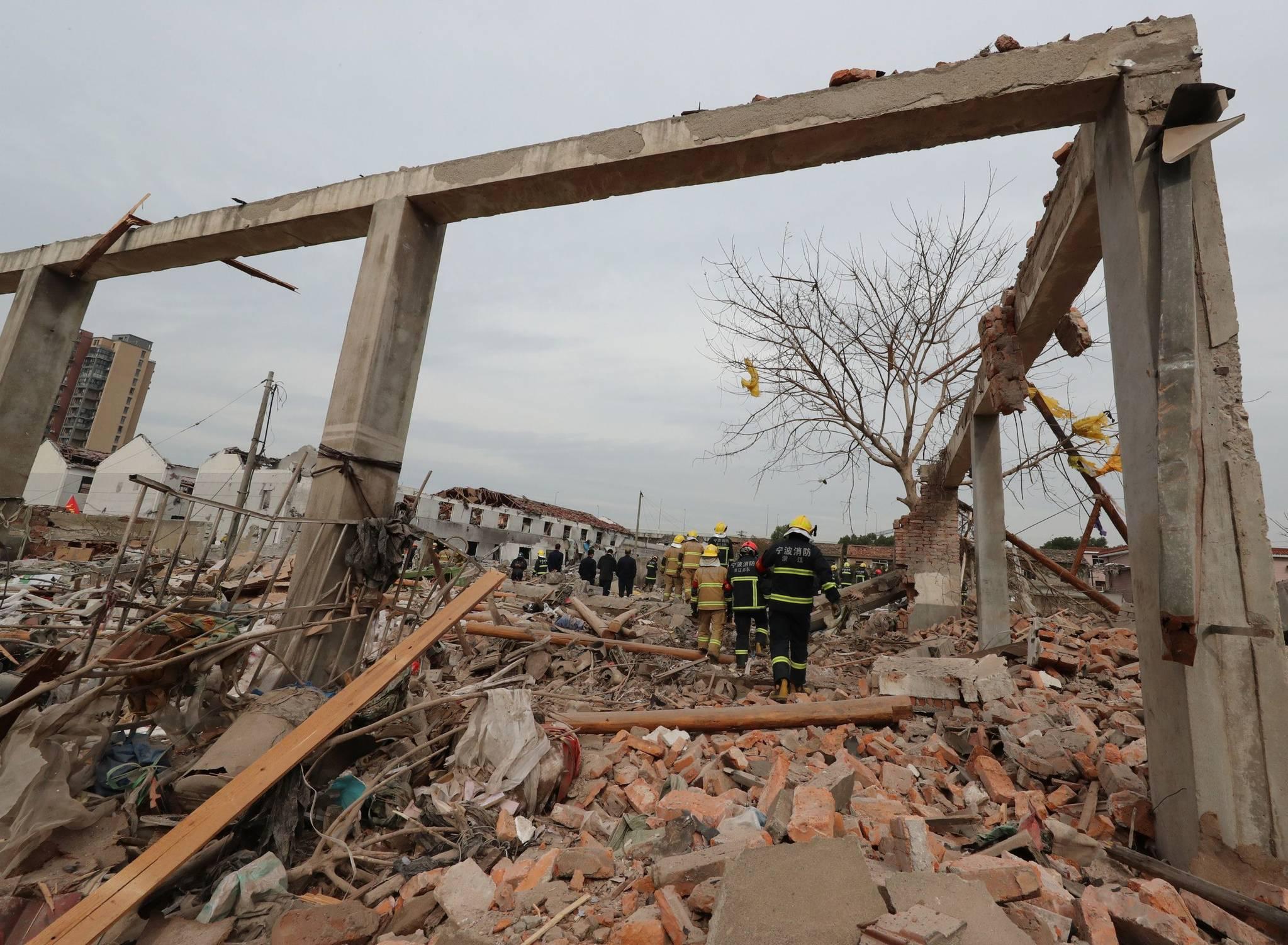 30여명의 사상자가 발생한 26일 중국 동부 저장성 닝보 폭발사고 현장. 공장부지에서 발생한 이날 폭발사고로 건물이 완전 붕괴됐다. [AFP=연합뉴스]