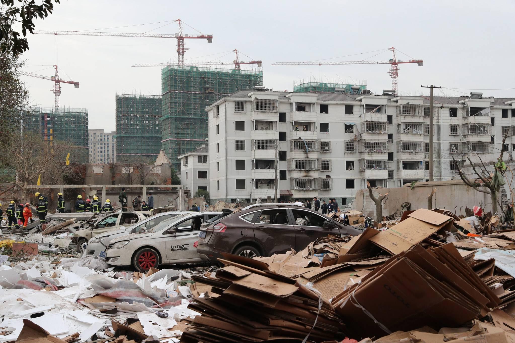 마치 지진피해가 난 듯 한 26일 중국 동부 저장성 닝보에서 발생한 폭발사고 현장.[AFP=연합뉴스]