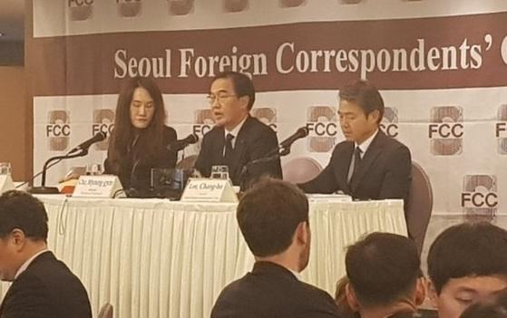 """조명균 통일부 장관 """"북한 최근 주목할 동향 보여"""""""