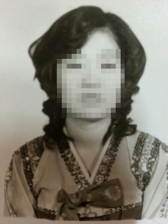 """무용할 때 입던 한복을 입은 박영희씨의 모습. 그는 """"20대 중반""""이라 떠올릴 뿐 정확한 촬영 시점은 기억하지 못했다. [사진 박영희씨]"""
