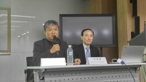 이춘근 과학기술 정책 글로벌 정책 연구센터 선임연구위원 (왼쪽) [사진 차이나랩]