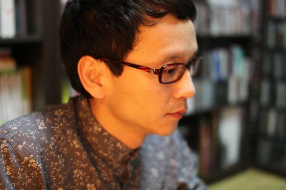 박신규 시인. 1972년 전북 남원에서 태어났다. 중앙대 문예창작학과, 동대학원을 졸업했다. 2010년 문학동네로 작품활동을 시작했다. ⓒYunseul