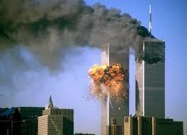 911테러 당시 미국 뉴욕의 월드트레이드센터에 두번 째 여객기가 돌진하는 장면. 당시 모사드는 테러 관련 정보를 사전에 입수해 미국에 전달했으나 미국은 이를 제대로 활용하지 못해 '정보실패'로 이어졌다. [중앙포토]
