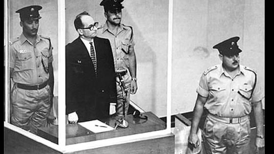 1960년 아르헨티나에서 압송한 나치 전범 아돌르 아이히만의 재판 장면.