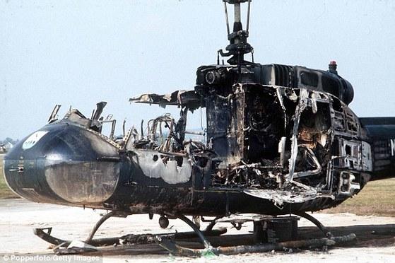 뮌헨 학살 당시 검은 9월단의 수류탄으로 파괴된 독일 헬기. [중앙포토]