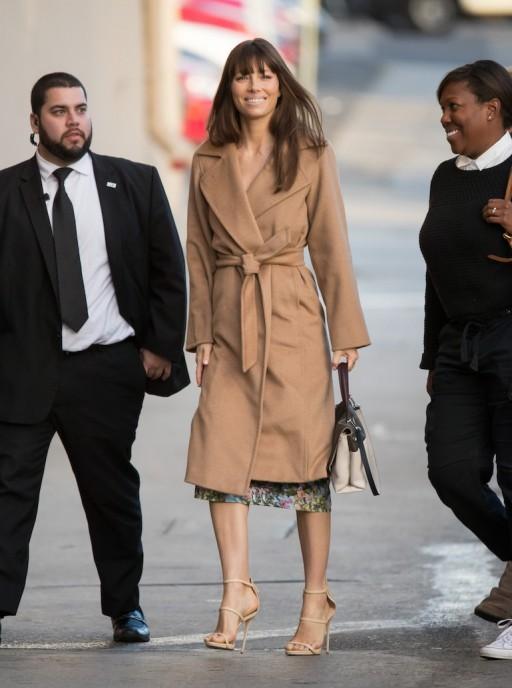 마누엘라 코트를 입은 미국 배우 제시카 비엘. [사진 핀터레스트]