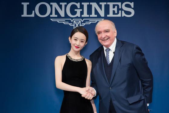 론진의 월터 본 캐널 사장(오른쪽)과 새로운 브랜드 앰버서더로 선정된 중국의 신예 배우 자오리잉. [사진 론진]