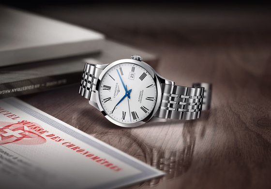 론진 레코드 컬렉션 'L2.821.4.11.6' 제품. 아주 단정한 드레스 워치처럼 보이지만 시계의 심장으로 불리는 무브먼트는 동급 최강을 자랑한다. [사진 론진]