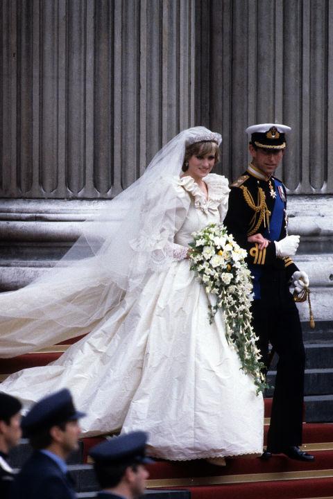 어깨를 한껏 부풀린 고 다이애나 왕세자비의 웨딩 드레스. [중앙포토]