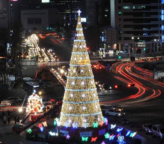 2012년 서울광장에 설치된 트리.