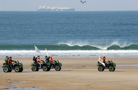 기름 유출 사고 10년 … 만리포해변 달리는 성화