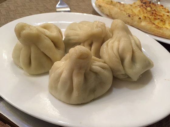 조지아의 대중적인 만두 요리, 힌칼리.