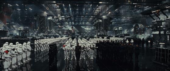'스타워즈:라스트 제다이'의 극중 장면. 악의 집단 퍼스트 오더 군대. [사진 월트 디즈니 컴퍼니 코리아]