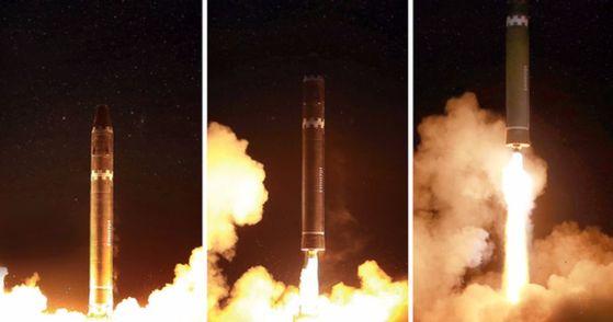 북한이 지난달 29일 평양 인근에서 실시한 화성-15형 미사일 발사장면을 공개했다. [평양 조선중앙통신]
