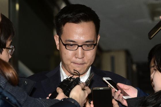 지난 1월 경찰 조사를 마치고 나오는 김동선씨. [뉴스1]