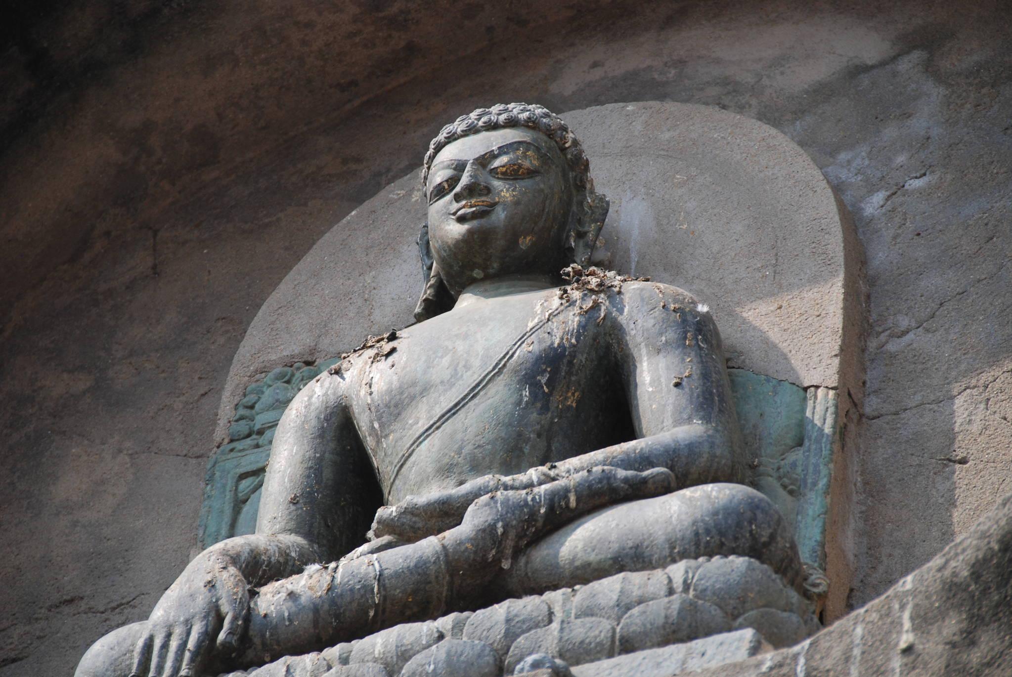 보드가야 대탑의 벽에 새겨져 있는 불상. 붓다의 가부좌는 고대 인도부터 내려오는 요가 수행의 자세이기도 하다. 백성호 기자