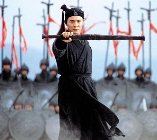 형가를 모티브로 한 영화 '영웅'. 장이머우 감독이 연출하고 리롄제(李連傑, 이연걸)이 형가를 소재로 한 캐릭터 '무명' 역할을 맡았다. [영화 영웅]