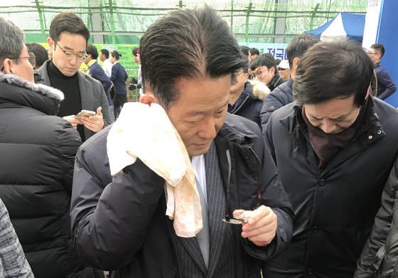 '간신배' 항의 들은 안철수, 계란 맞은 박지원…국민의당 맞는 호남 민심