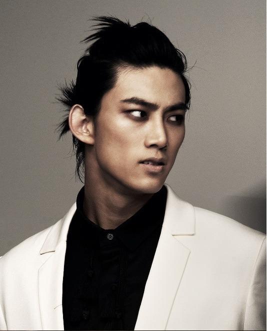 '짐승돌' 컨셉트를 잘 보여줬던 2PM 택연. 어두운 색으로 눈을 강조해 강인하고 강렬한 이미지를 표현했다. [사진 핀터레스트]