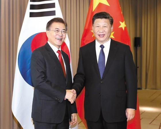 문재인 대통령(왼쪽), 시진핑 중국 국가주석(오른쪽)[사진: 중앙포토]