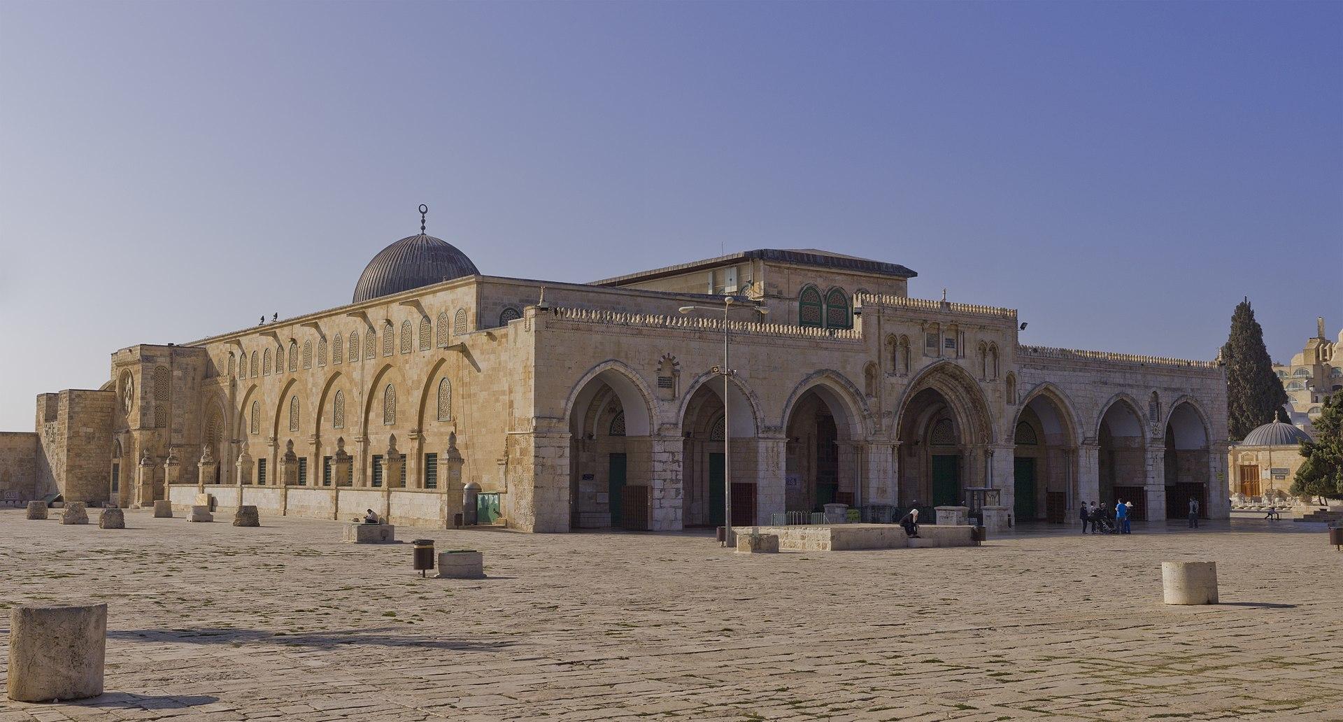 무함마드가 메카에서 천마를 타고 순식간에 예루살렘의 성전산에 도착한 뒤 하늘로 승천했다는 장소에 들어선 알아크사 모스크. [위키피디아]
