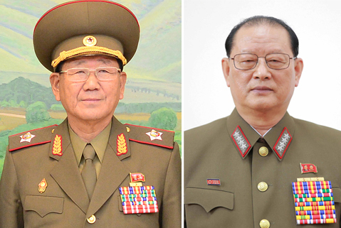 황병서 북한군 총정치국장(왼쪽)과 김원홍 총정치국 제1부국장 [중앙포토]