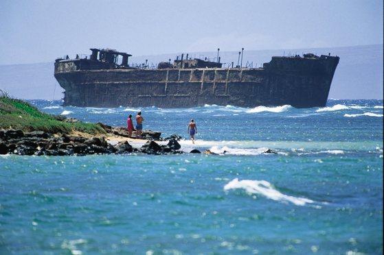 라나이 섬 북동쪽 카이올로히아 비치(난파선 해변)엔 제 2차 세계대전 당시 산호초에 걸려 난파된 수송선이 있다.[사진 하와이안 항공]