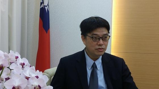 """대만 대륙위원회 추추이청 부주임은 """"대만의 양안정책은 국민의 민의와 헌법, 법률에 따른 것이라 중국의 부당한 경제 압박에 흔들리지 않는다""""라고 설명했다."""