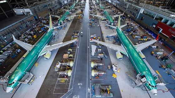 중국 항천과기집단공사(CASC)이 미국 보잉사에 총 370억 달러 규모의 항공기 300대를 주문했다. 사진은 미국 시애틀에 있는 보잉사 공장 내부. [사진: 보잉]