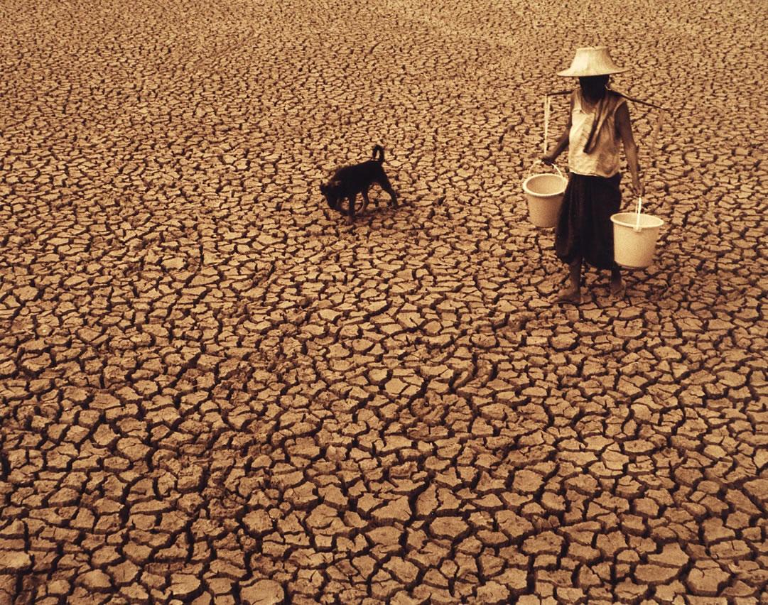 지구 상에서 물 부족으로 고통받는 이들도 많다. 강수량 자체가 고르지 않는 데다 물을 이용하는 시설도 부족한 곳이 있기 때문이다. [중앙포토]